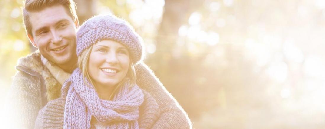 <span>D-vitamin pótlás ősszel,<br>télen, tavasszal</span>Szervezetünk D-vitamin igényének nagy része a bőrben termelődik<br/>napfény hatására, ezért a D-vitamin-hiány és a hiánytünetek <br/>főként a tavasztól őszig terjedő időszakban jelentkezhetnek.